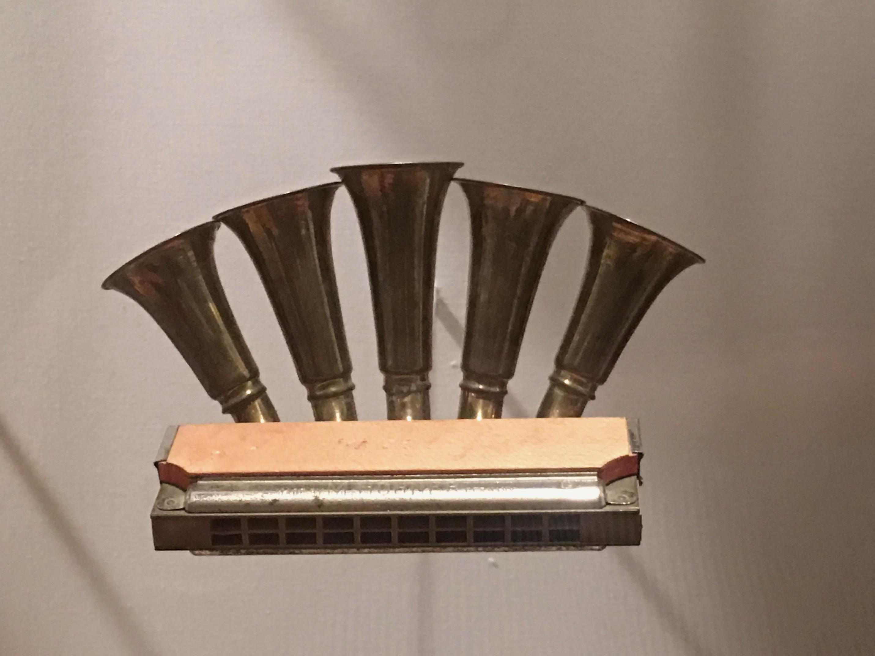 Trumpet call harmonica